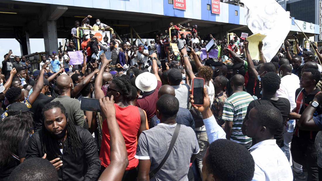 Nigeria protests: Eyewitnesses say security forces fired at protesters